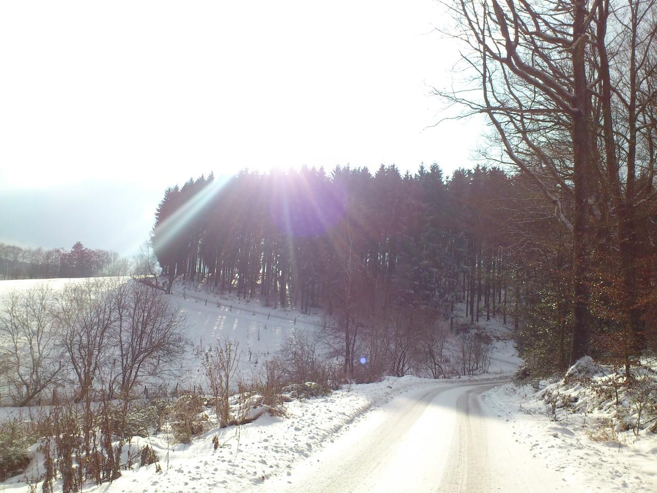 Die Straße nach Niederfeldhausen
