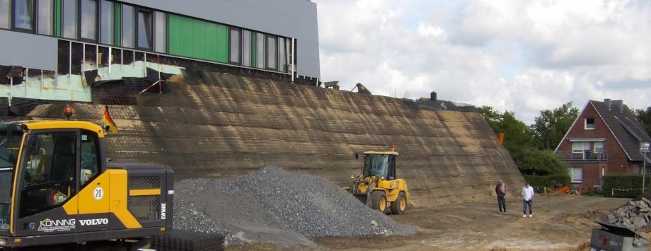 ähnlich KBE Grün S - Steilböschung in der Bauzeit