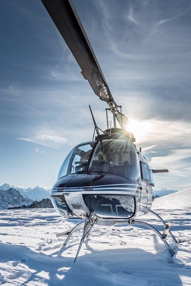 Bell 206 Jet Ranger, HB-XXO, Firmenausflug, Gletscherlandung Petersgrat