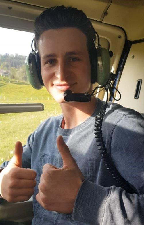 Elite Flights, Bell 206 Jet Ranger, HB-XXO, Happy passenger, Luzern-Beromünster