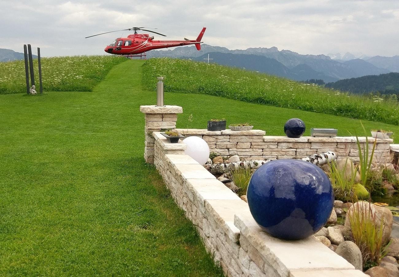 Elite Flights, Gourmetflüge, Helikopterflug, Romantikflüge, AS 350 Ecureuil, HB-ZPF, Restaurant Schwesteregg, Romoos