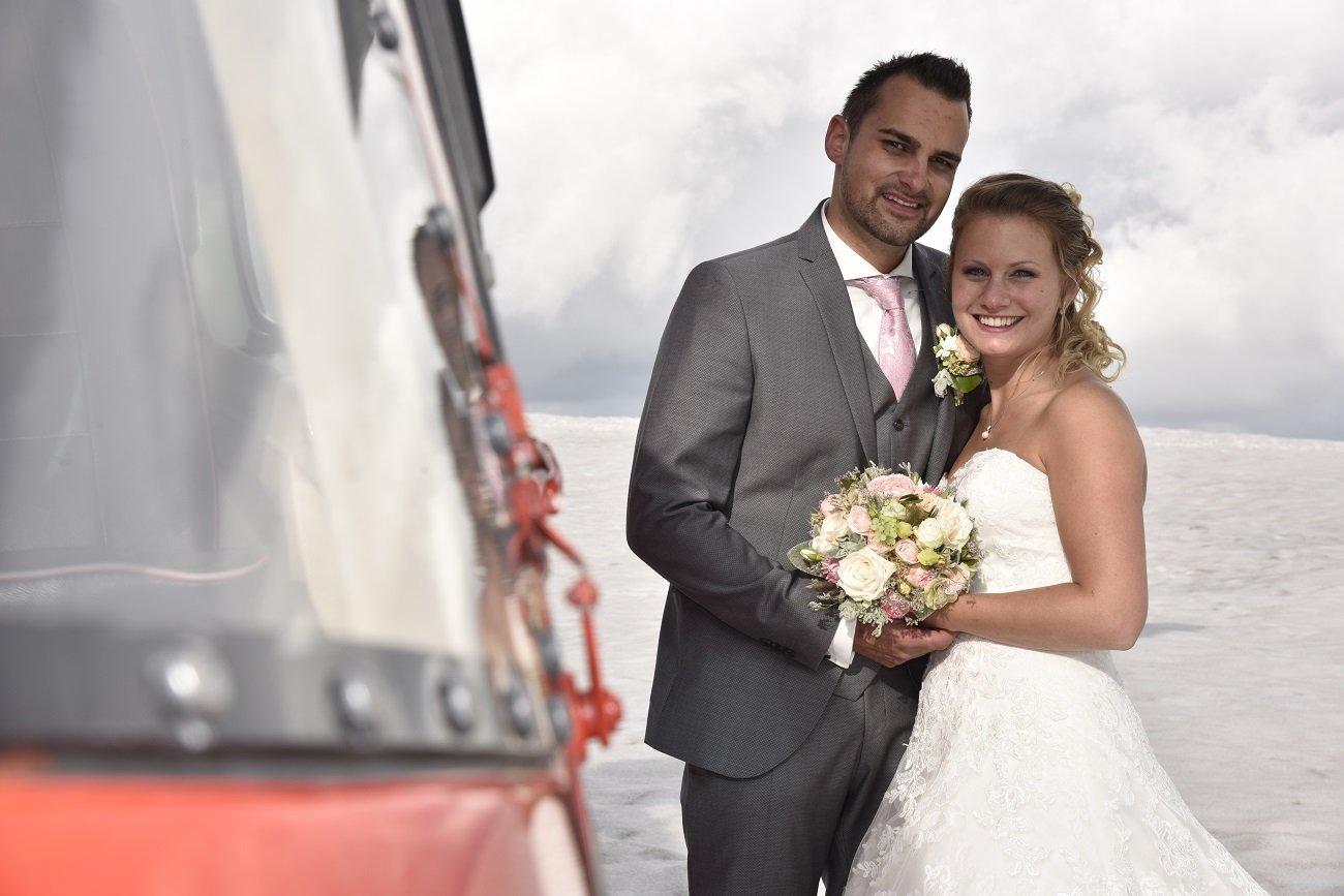 AS 350 B2 Ecureuil, HB-ZPF, Hochzeitsflug, Gletscherlandung, Hochzeitsgeschenk