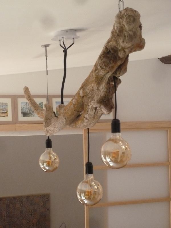 lampe avec bois flotté de la Lergue