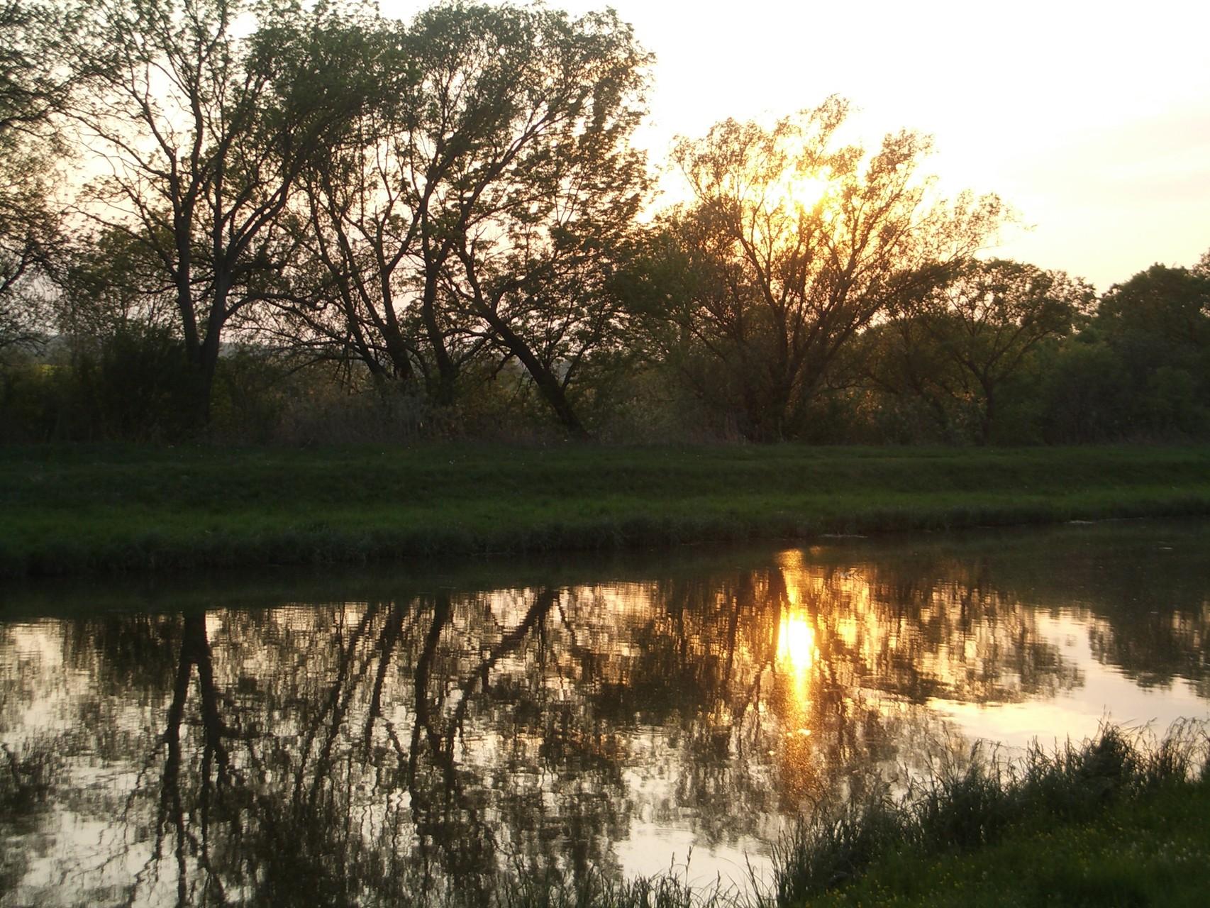 Abendstimmung am Wasserkanal (1km vom Ferienhaus)