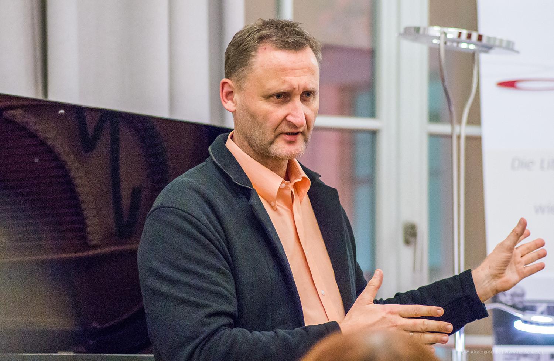 Veranstalter Dirk Kohl vom Weltbuch Verlag