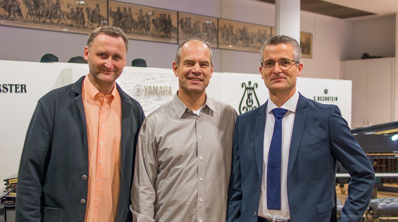 v.l.n.r.: Dirk Kohl und die Förderer der Literaturlounge Frank Dünnebier (Mecklenburgische Versicherung) und Dirk Riedel (ICM Investmentbank)