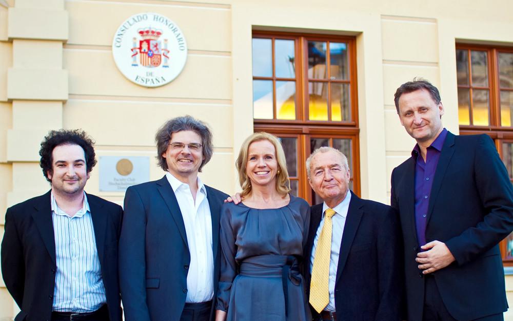 v.l.n.r.: Sergey Trembitskiy (Pianist), Bariton Johannes Beck, Ursula Friedsam (Geschäftsführerin Heinrich-Schütz-Residenz), Dr. phil. habil Eberhard Straub (Autor), Dirk Kohl (Geschäftsführer Weltbuch Verlag GmbH Deutschland)