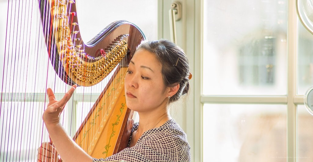 Kazumi Hashimoto aus Japan beleitete die Lesungen mit ihrer Harfe