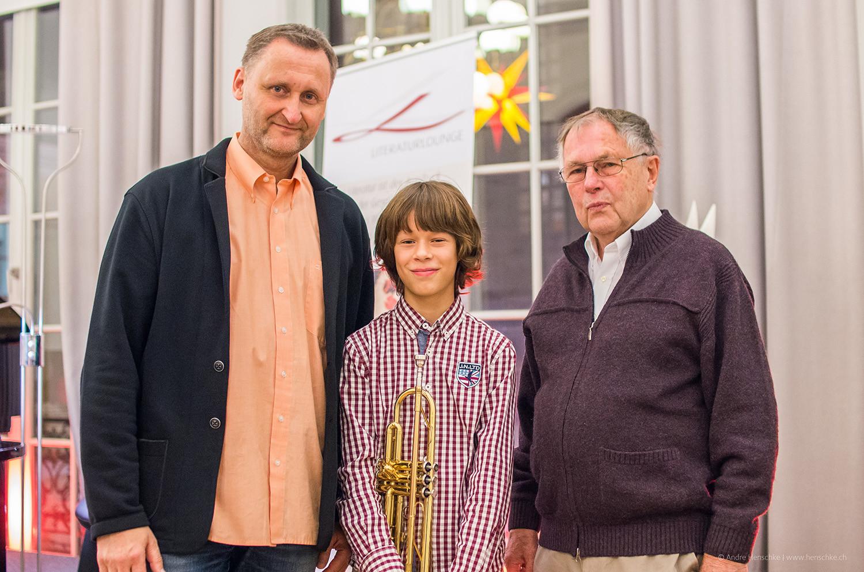 v.l.n.r.: Verlagschef Dirk Kohl, Trompeter Richard Harnisch, Autor Dr. Günter Mager