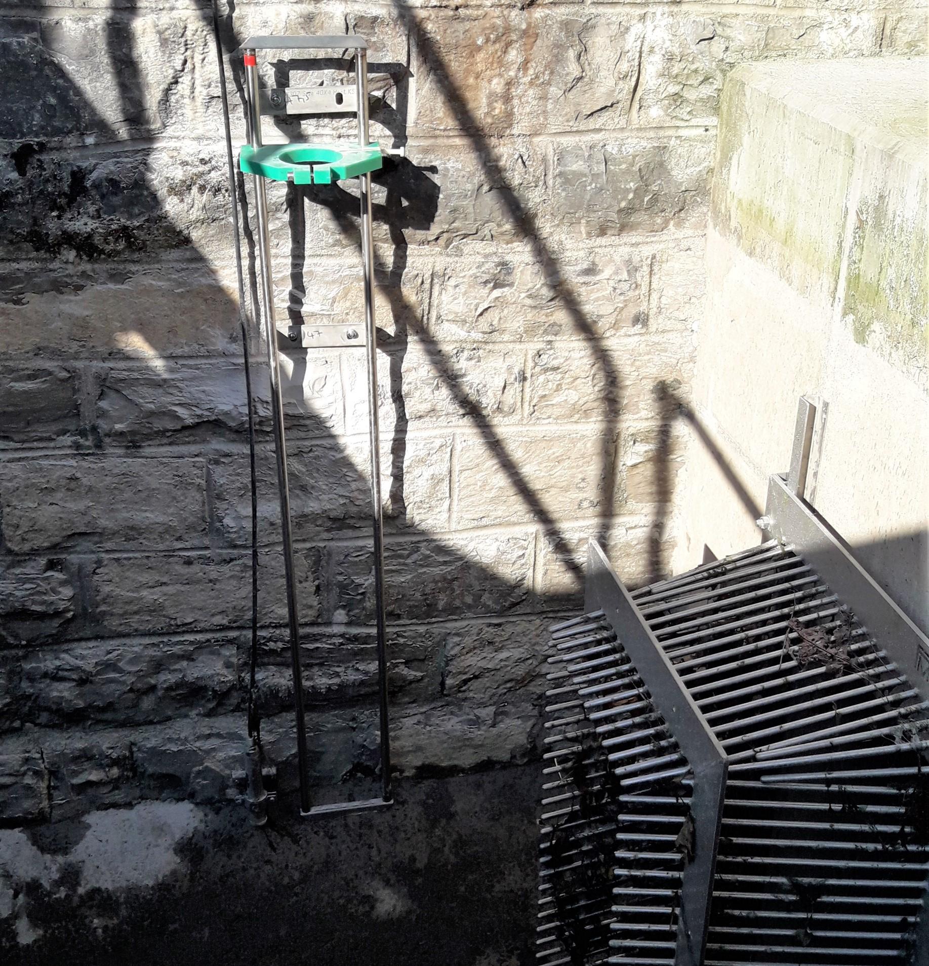 Kehle und Unterwasserkamerahalterung, KW Schiffahrtskanal, Interlaken