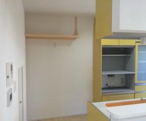キッチン周りの建具もセットしました。