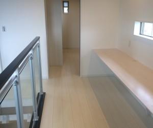 2階にあがるとガラリと印象を変えています。