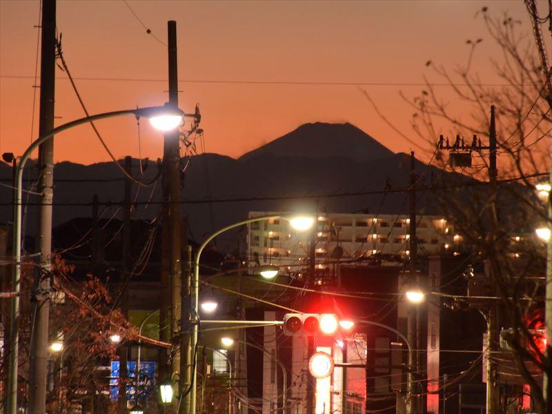 夕方には富士山のシルエットが綺麗に見えます