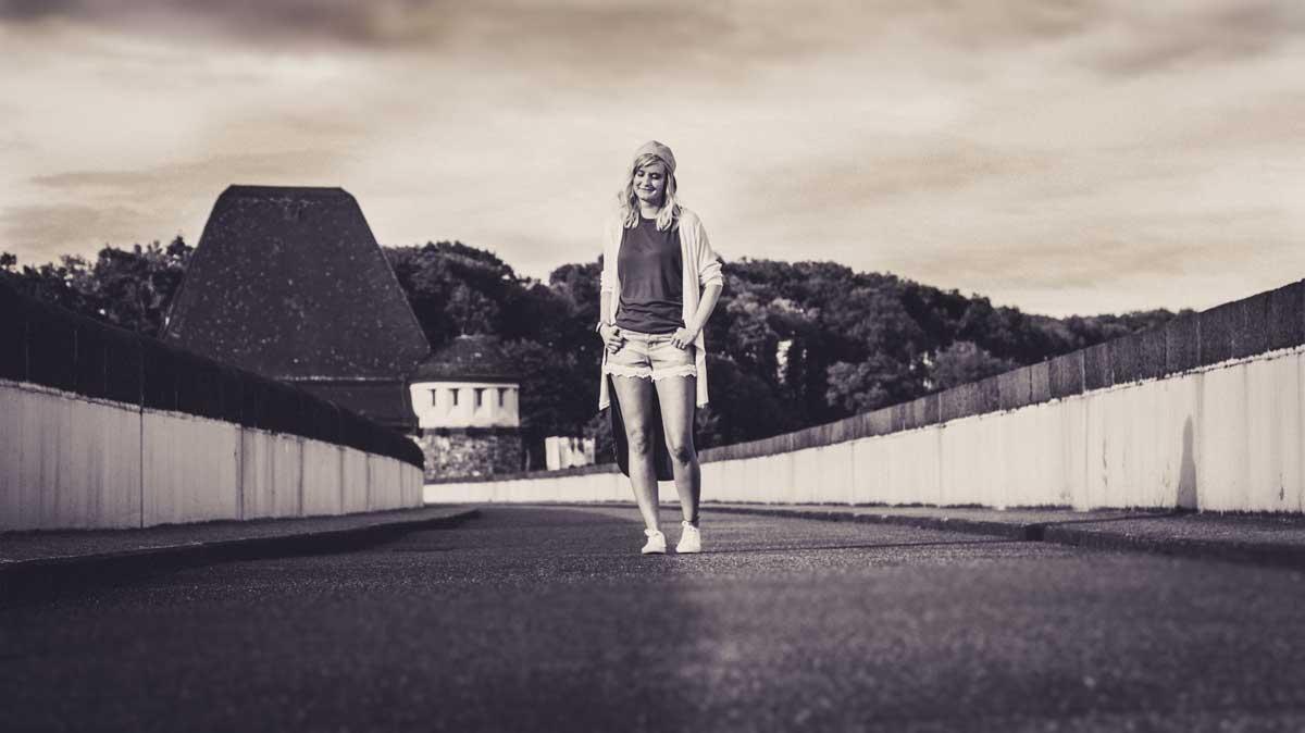 ©️benjamin wojcik photography - Fotograf Sauerland: Blondine am Möhnesee