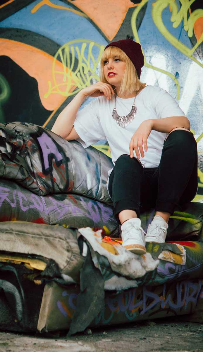 ©️benjamin wojcik photography - Dortmund Fotograf: Frau auf Sofa