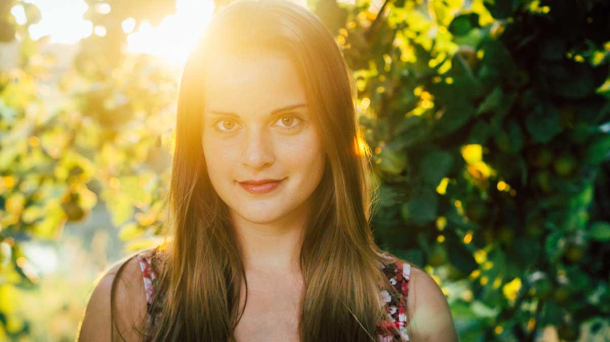 ©️benjamin wojcik photography - Fotografen Dortmund: Junge Frau im Sonnenuntergang