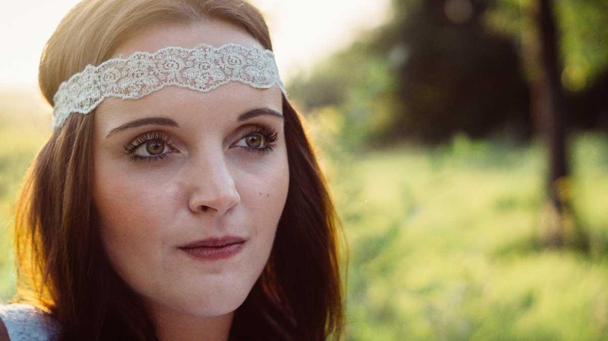 ©️benjamin wojcik photography - Fotostudio Dortmund: Junge Frau mit Stirnband