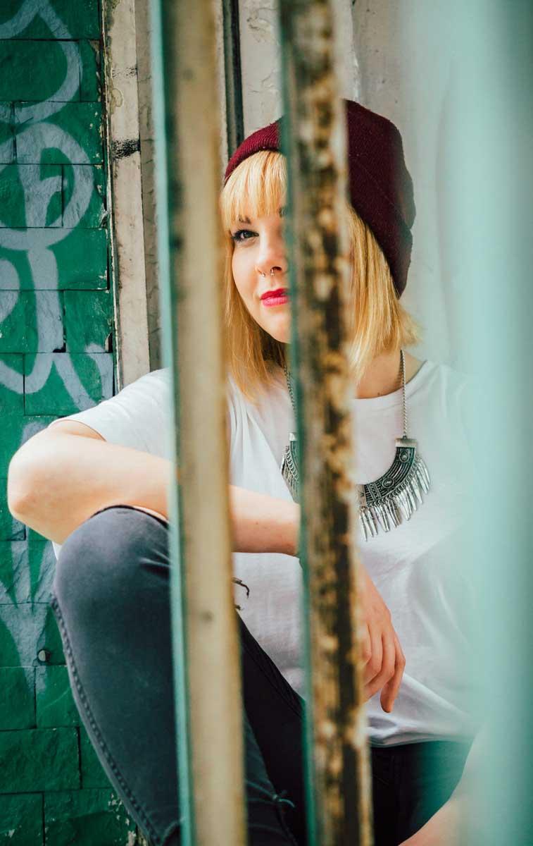 ©️benjamin wojcik photography - Dortmund Fotograf: Blondine in Abbruchhaus