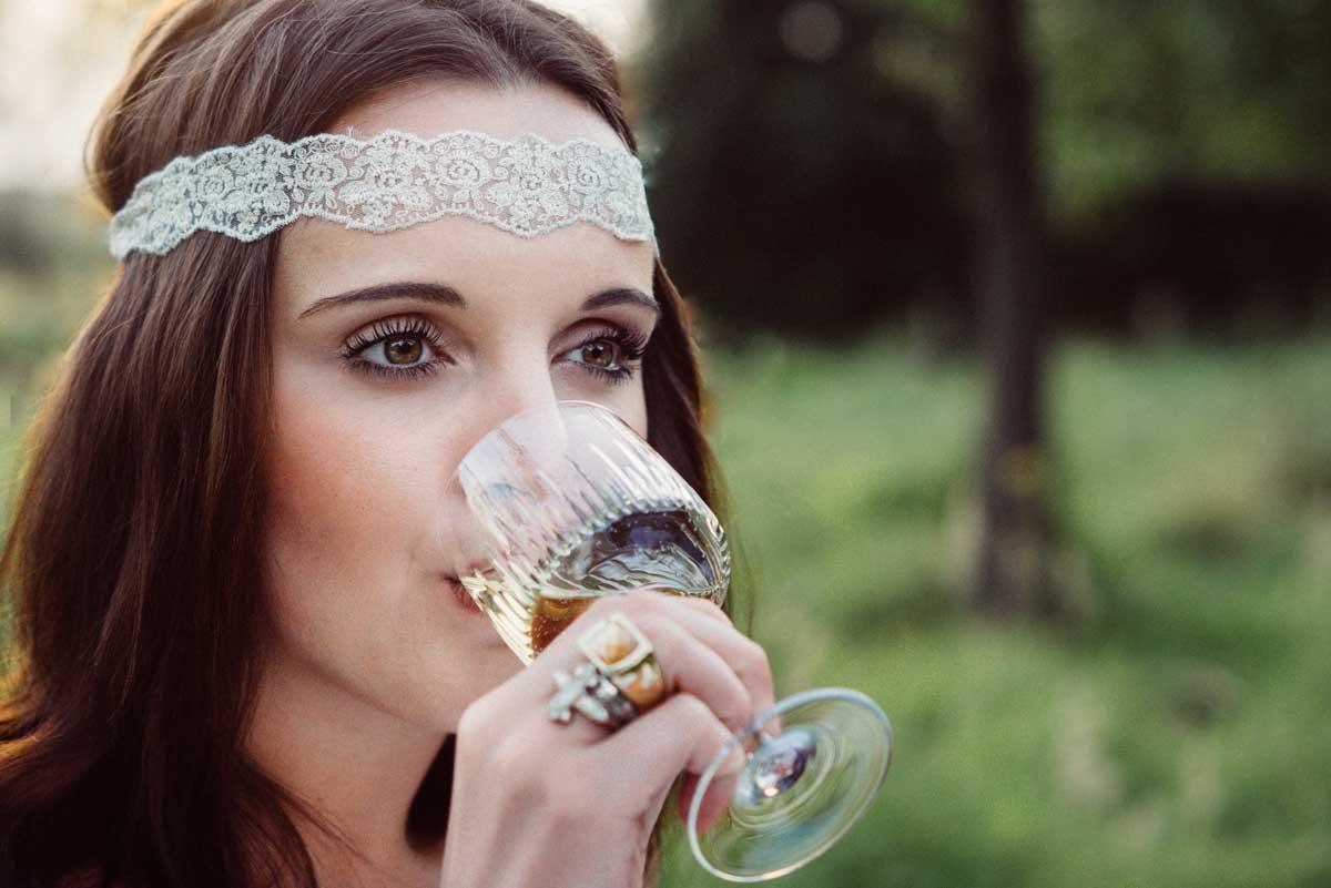 ©️benjamin wojcik photography - Fotostudio Dortmund: Frau trinkt aus Weinglas