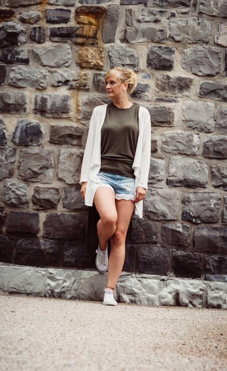 ©️benjamin wojcik photography - Fotograf Sauerland: Hübsche Blondine an Steinwand