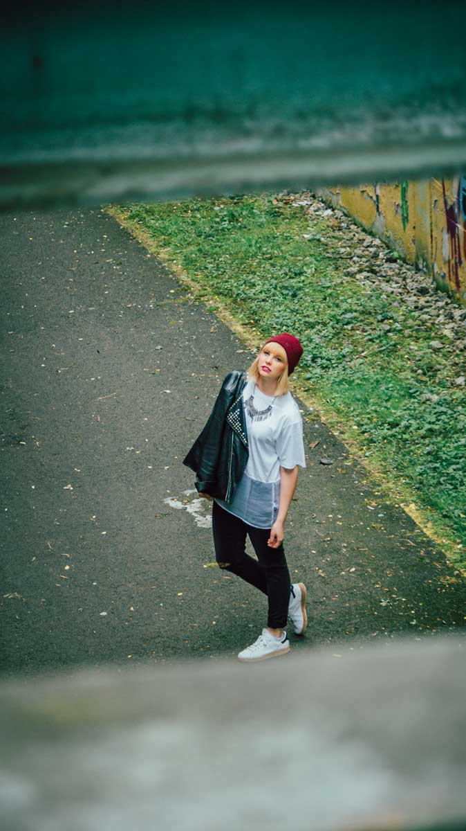 ©️benjamin wojcik photography - Dortmund Fotograf: Frau mit Jacke über Schulter