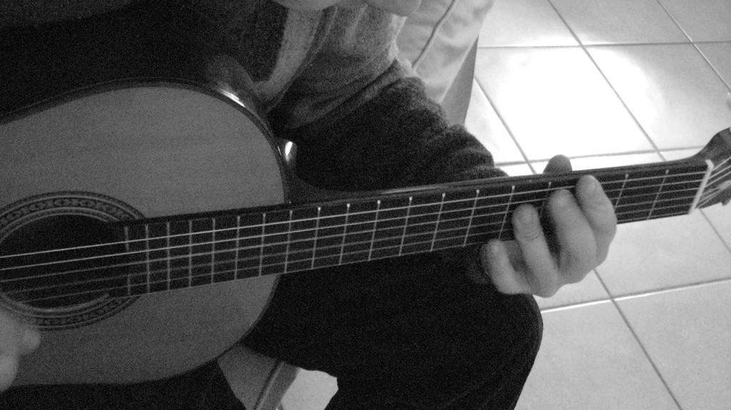 Musicista con chitarra  I dettaglio