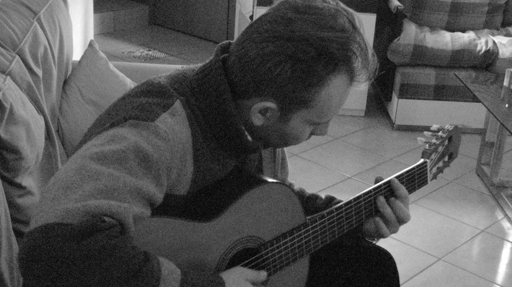 Musicista che compone con il suo strumento