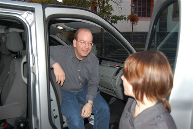 Kulturredakteur Michael Defrancesco besuchte das Wahlmobil am Wahlabend. Er hatte auf die Fortsetzung der großen Koalition getippt.