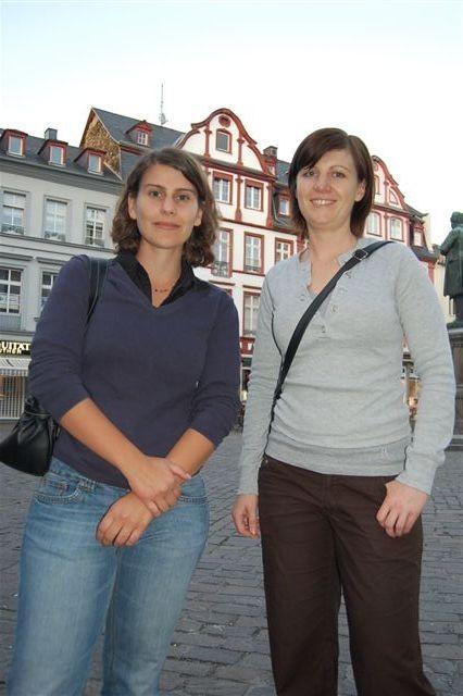 """Johanna (24) und Vanessa (28) sind von der schwarz-gelben Mehrheit enttäuscht. """"Die Schere zwischen Arm und Reich geht jetzt sicher noch weiter auseinander"""", sind sie überzeugt."""