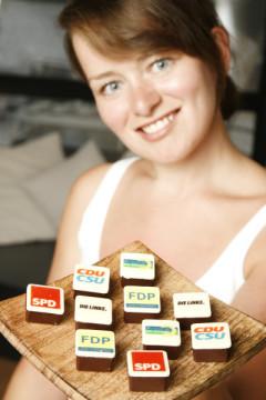 """Eine """"süße Wahlumfrage"""" macht die Chocolaterie Düsseldorf. Die Schokoexperten stellen """"Parteipralinen"""" her, um zu testen, welche Partei am meisten vernascht wird. Dieses Fundstück erreichte uns von Michael Defrancesco"""