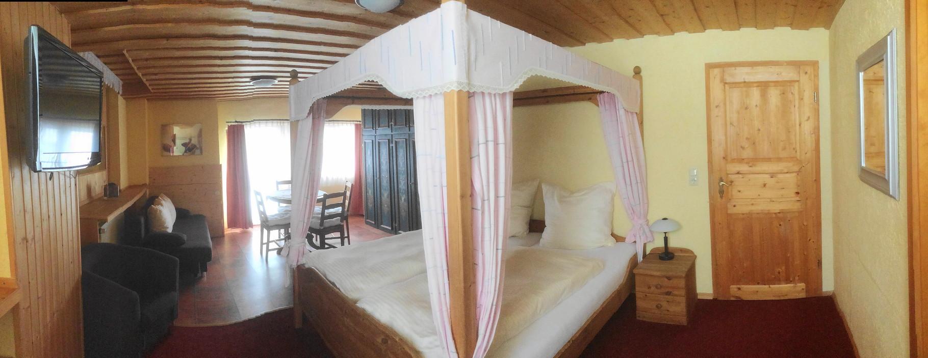 Franz-Josef-Zimmer mit Himmelbett