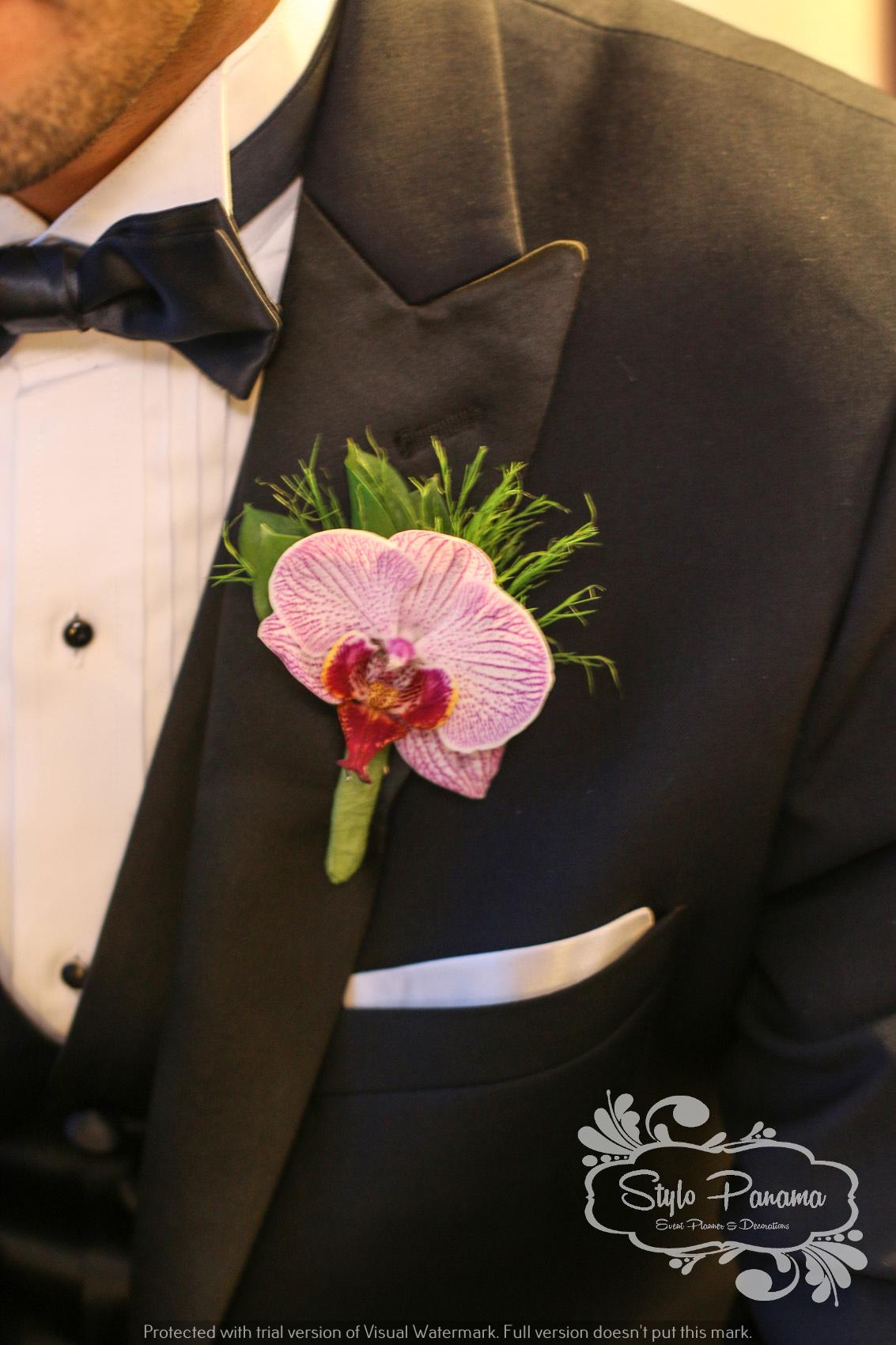 Botonier del novio en Orquídea