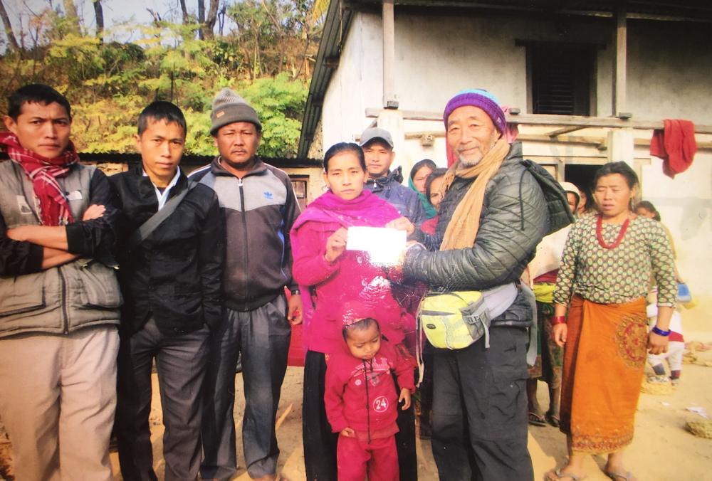 身障者の奥さんに5万ルピーを 自立のための初期投資の費用として2年後返済の約束で貸しました。子どもは一人です。2018.12.20.