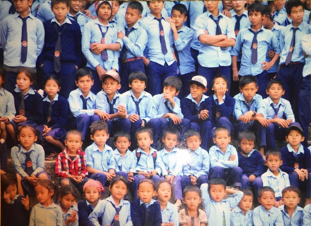 全校生徒の前での支援でした。 ジャナブリア校で。