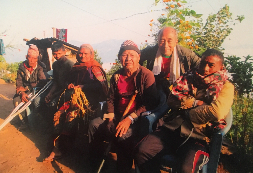 皆さまからの50,000ルピーの基金増額で一人当たりの支援額が一ヶ月50円増しました。ありがとうございます。女性グループがこの50,000ルピー(約今のレートで50,000円)を運用しています 2018.11.5 カリバン ゴルカリガウン村で