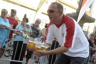 Sponsor Toni Wachter von Kaiser Bier mit der Motivation für die Gruppe