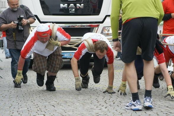 """Das """"MAN-Lkw Ziehen"""" dominierten wir vor dem INJOY-Fitnesscenter-Team"""