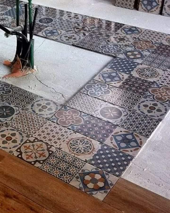 Combinación de mosaico con porcelanico madera. Simplemente elegante