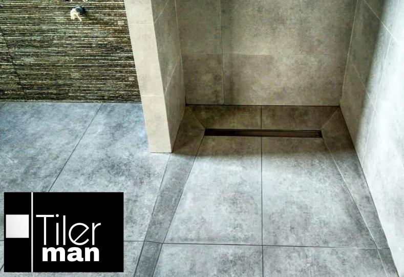 Plato de ducha al mismo nivel que el resto del pavimento. Proyecto en vivienda unifamiliar de Elche, con porcelanico tamaño 60X120
