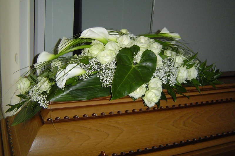 Sarggesteck,  Sargschmuck, Sargbukett, Bukett, Kirchentrauerschmuck, Beerdigungsschmuck,