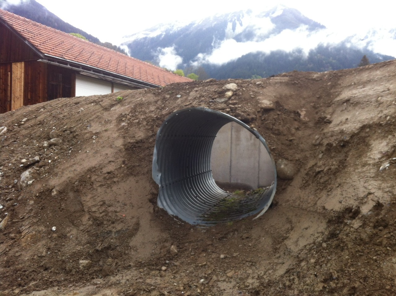 Nun ist auch der geschützte Durchgang zum Rollhasen erstellt.