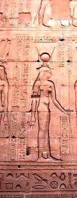 Hathor, la déesse à cornes ou à tête de vache à Erfoud. Assimilée à Vénus maître du Taureau.