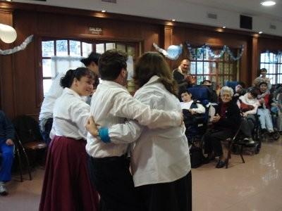 Bailan chacarera las familias