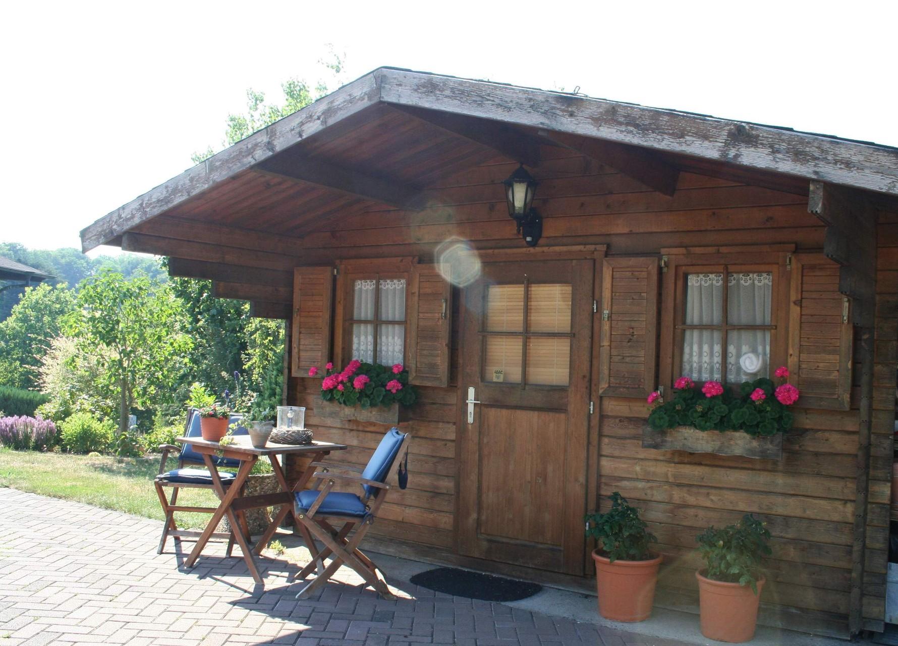 Massives Gartenhaus