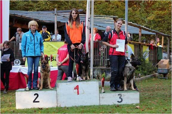 FH1: Julia mit Nanu von der Wolfskralle Rang 1, Sylvia mit Barina vom Königssee Rang 2