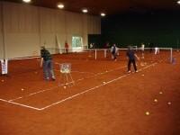 Tennis in der Halle - mit dem Sandplatz eine tolle Sache.