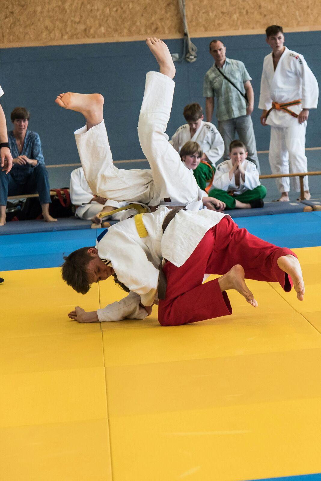 Daniel wirft seinen Gegner mit Ippon nach 16 Sekunden