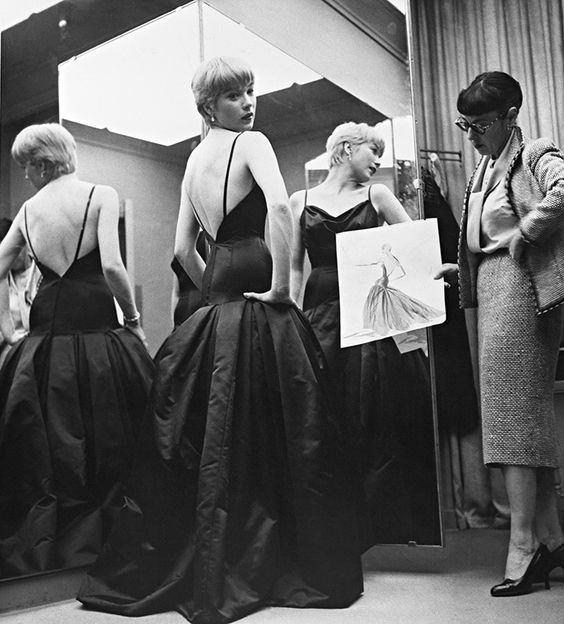 Edith Head con Shirley MacLaine en los Oscar 1959