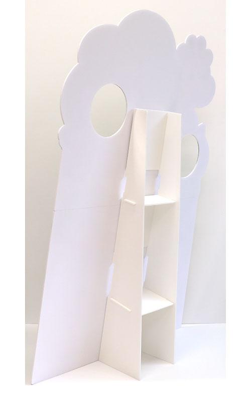背面スタンドの位置、顔穴の位置、対象人物の身長などを考慮して、デザインしてください。