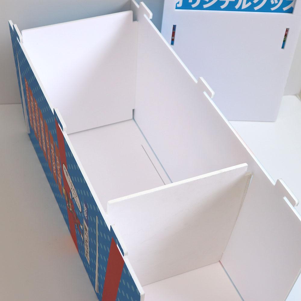 (2)前面パネルに底板2枚を差し込みます